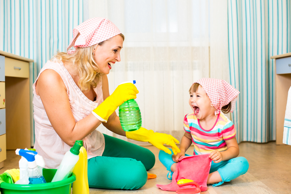Come fare le pulizie domestiche con i bambini ecco i 4 consigli di fiorillo - Come fare i detersivi in casa ...